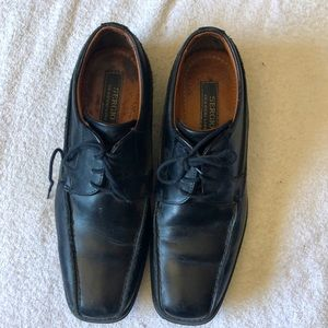 Men's (or teenager) black leather shoes. Size 40